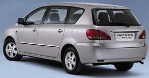 Toyota Avensis Verso vue de derriere