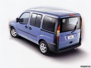 Fiat Doblo vue de l'arriere